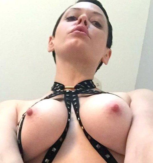 Трахаются, фото голых актрис из фильма зачарованные