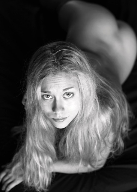 Голая Нина Гогаева актриса видно её сиськи киску и